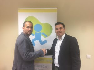 Firmando contrato con ICS Solutions